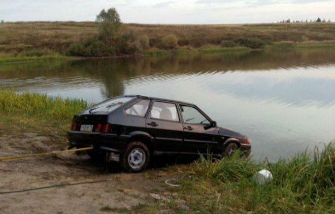 ВрайонеРТ мужчина потонул всобственной машине