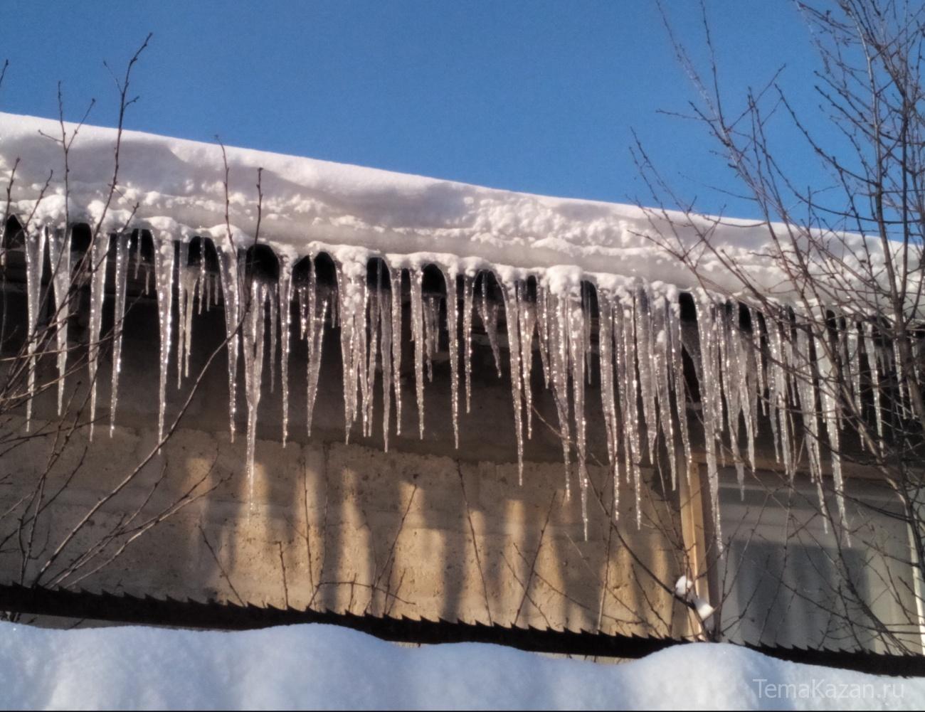 СКзанялся проверкой факта падения снега скрыши нашкольника вТатарстане