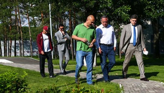 Виталий Мутко посетил базу ФК «Рубин»