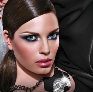 Зимний макияж ARTDECO, вариант сексуального, новогоднего макияжа