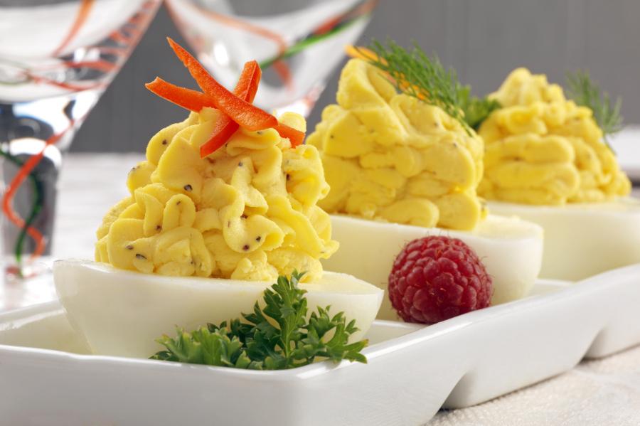 Пикантные фаршированные яйца