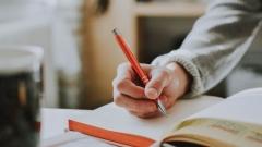 Новости Наука и образование - Итоговое сочинение в российских школах перенесли