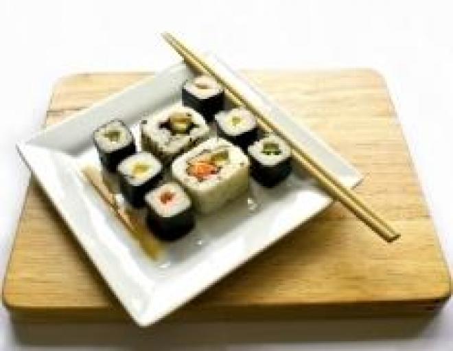 Как правильно употреблять суши и роллы