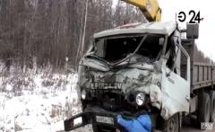 Новости  - В Татарстане 10-тонная дорожная конструкция раздавила кабину КАМАЗа