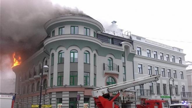 В Казани в центре города загорелось офисное здание