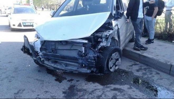 В Набережных Челнах мужчина сбил женщину с ребенком и задел еще 12 машин