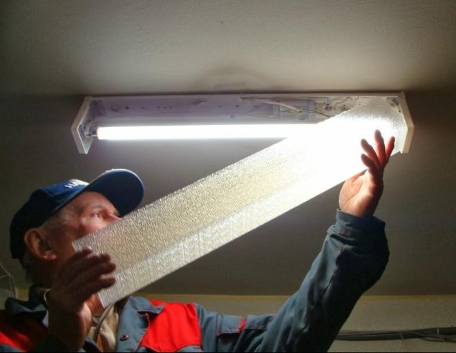 Люминесцентные светильники помогут сэкономить деньги на оплате электроэнергии