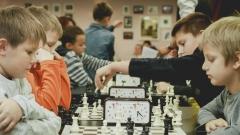 Новости  - С этого года в нескольких регионах страны школьникам начнут преподавать шахматы