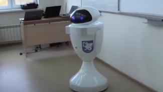 В казанском IT-лицее урок провел учитель-робот