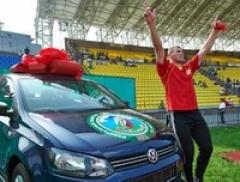 Новости  - Татарстанец стал абсолютным батыром на Сабантуе в Тюмени и получил автомобиль