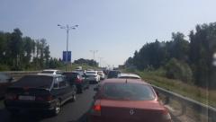 Nissan врезался в «Газель» дорожной службы на въезде в город