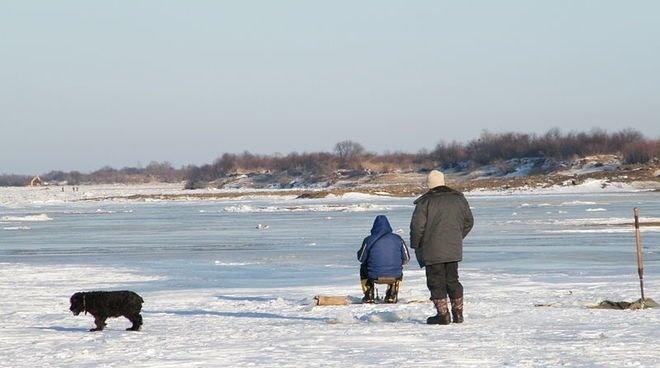 Двое рыбаков пошли на дно на реке Кама