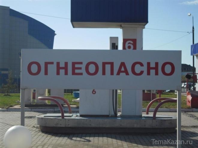Казанские спасатели на АЗС вытащили двух рабочих из бензинового бака