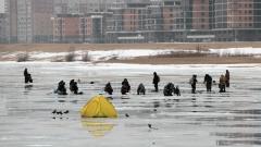 Новости  - Казанских рыбаков штрафуют за выход на еще тонкий лед