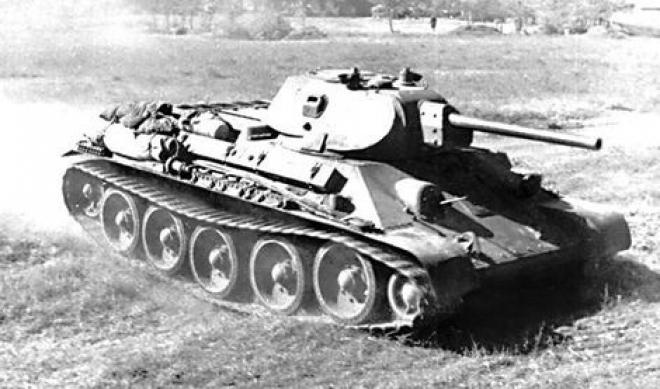 В Казани в парке Победы установили танк Т-34, участвовавший в боях в годы ВОВ