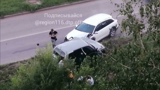 В Казани три студентки попали в ДТП. Девушек госпитализировали