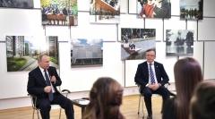 Новости  - Владимир Путин в Казани встретился с представителями общественности