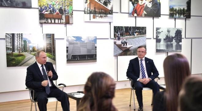 Владимир Путин в Казани встретился с представителями общественности