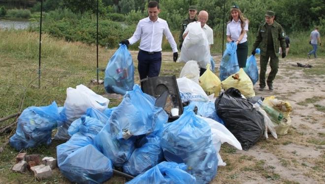 Экоактивисты собрали 8 кубометров мусора со дна озера Лесное Казани