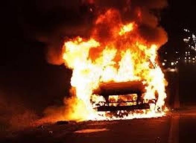 В Нижнекамске от взрыва баллона газа сгорел автомобиль