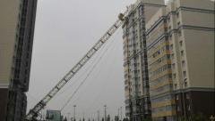 Новости  - Во время грозы в Казани, башенный кран вместе с крановщиком упал на жилой дом.