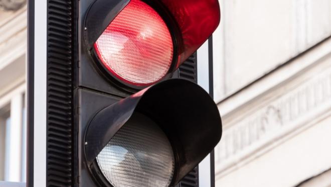 Больше 55 млн рублей потратят на установку светофоров в Казани