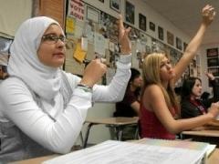 Новости  - Путин предложил заменить хиджабы школьной формой