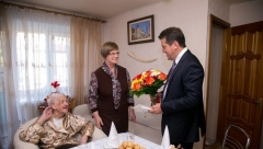 Мэр Казани поздравил жительницу Казани со 100-летним юбилеем