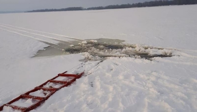 За сегодня зарегистрировано два случая провала мототехники под лёд