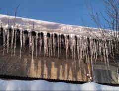 Новости  - В Заинске на школьника обрушился снег