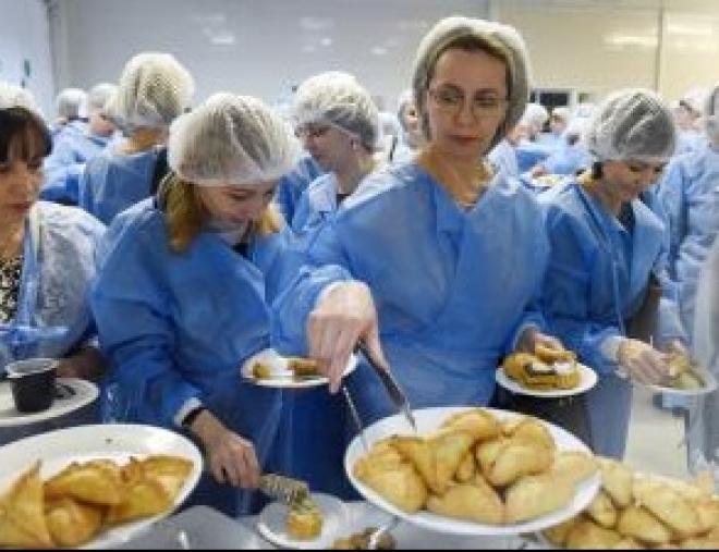 Родители Казани продегустировали блюда, которыми кормят дошкольников