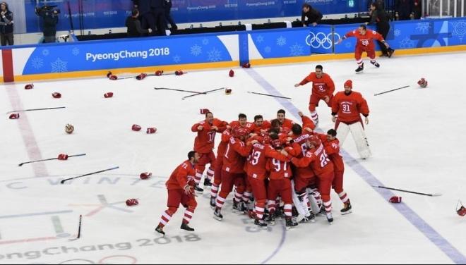 Новости  - Российская хоккейная команда завоевала золото на ОИ