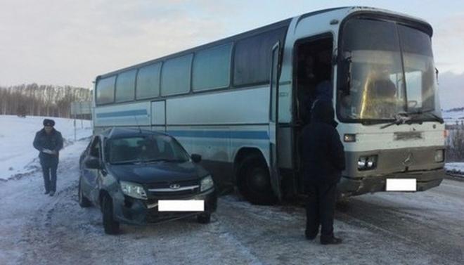 Новости  - Рейсовый автобус в Татарстане столкнулся с легковушкой
