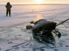 Новости  - В РТ рыбак спас провалившихся на снегоходе под лёд мужчину с ребёнком