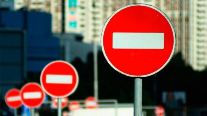 По проезжей части улицы Северо-Западной в Казани продлено ограничение движения транспорта
