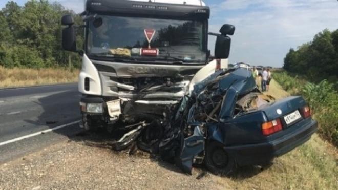 Новости  - СМИ назвали личности погибших в аварии с фурой в Татарстане