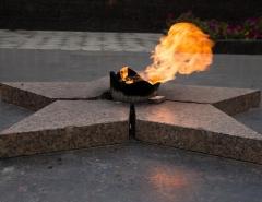 Новости  - В Татарстане вандалы погрели ноги на Вечном огне и сняли это на камеру