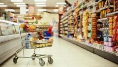 Более половины своего бюджета россияне тратят на продукты