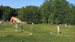 Новости Общество - В парках города появились специальные отметки на газонах