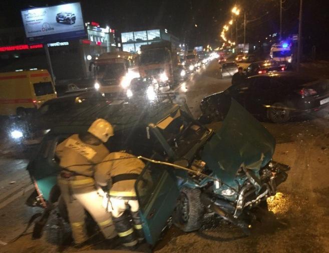 Новости  - СМИ: в Казани водитель внедорожника, совершив смертельное ДТП, скрылся