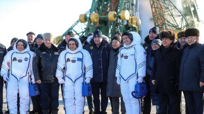 Рустам Минниханов побывал на Байконуре и отправил флаг WorldSkills в космос