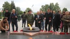 Новости  - В Нижнекамске зажгли 196-метровую «свечу памяти»