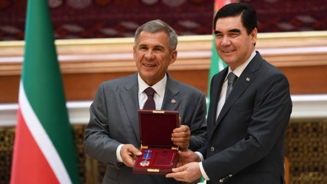Новости  - Минниханов вручил Президенту Туркменистана орден «Дуслык»