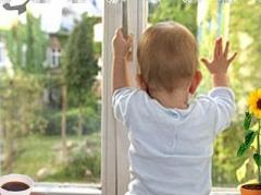 Новости  - В Татарстане насмерть разбился выпавший из окна многоэтажки малыш