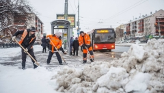 Новости  - За сутки с улиц города вывезено 16 тонн снега