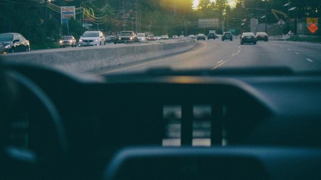 Большинство россиян в этом году поедут в летний отпуск на машине
