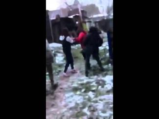 Пользователи соцсетей просят полицию отреагировать на видеоролик, выложенный школьницами 18+