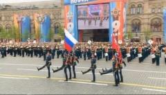 Новости  - Знамя Победы на Красную площадь вынес житель Татарстана