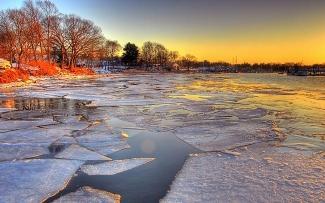 В Татарстане под лёд провалились четверо рыбаков на снегоходе