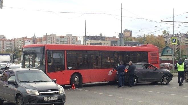 По улице Губкина в Казани произошло ДТП, образовавшее большую пробку